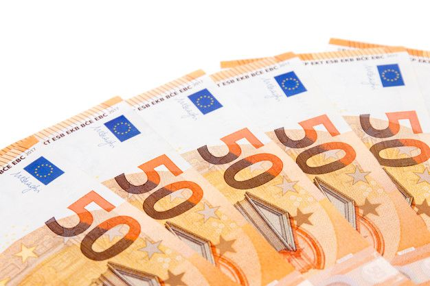 fifty-euro-money-bills_69593-8311.jpg